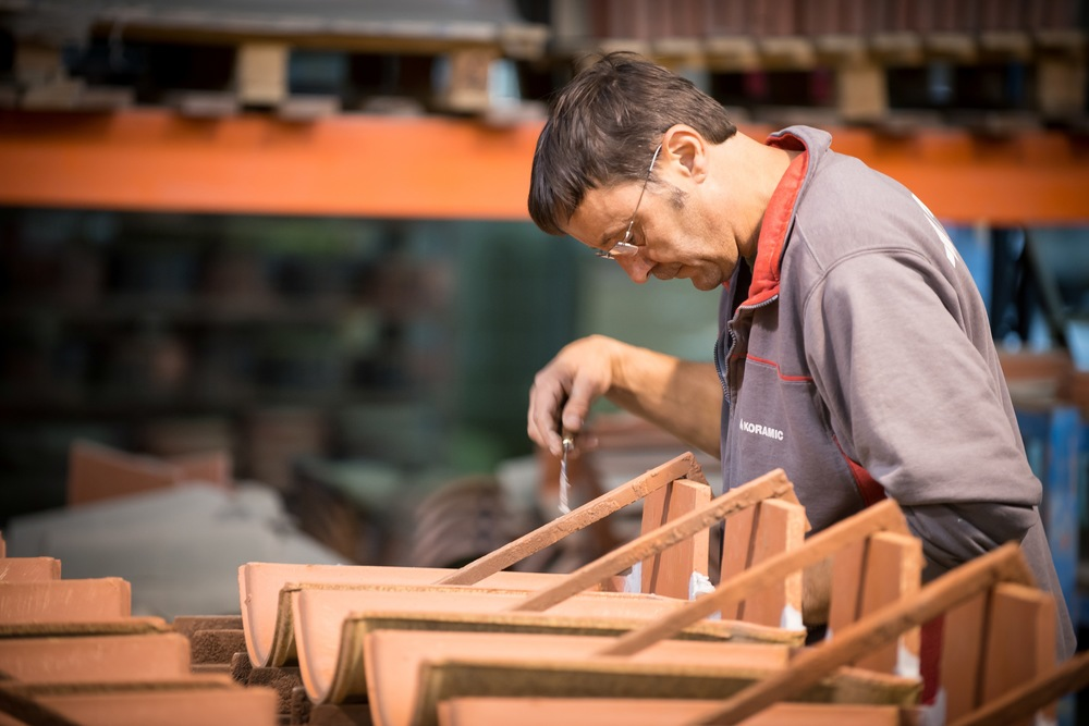Manual production of accessory roof tiles